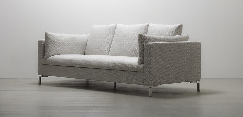 清潔感のあるホワイトのソファ