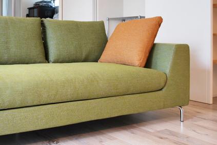 優しい雰囲気に癒されるグリーンのソファ