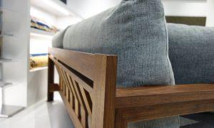 TRES青山で人気の木製フレームソファのご紹介