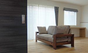 『シモアラ様小松市内見会』にソファを設置させて頂きます。