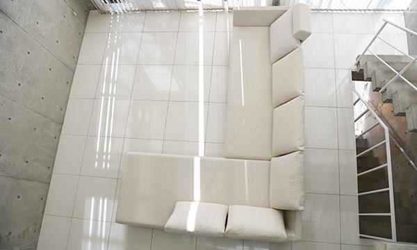 白い床に合うソファ